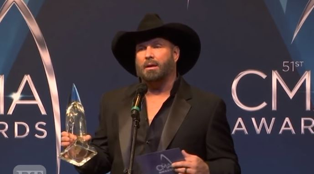 garth-brooks-lip-sync