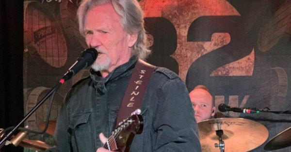 Kris Kristofferson Surprises Crowd, Jumps On Stage w/ Local Band